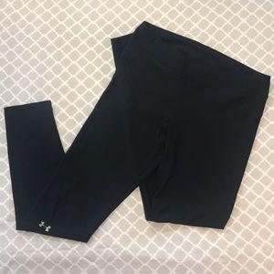 "UNDER ARMOUR ""HEATGEAR"" black compression leggings"